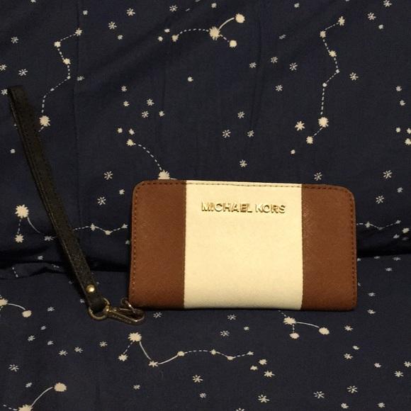 Michael Kors Handbags - Michael Kors Phone wristlet